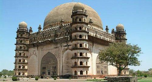 Gol Gumbaz – the popular tourist spot in Hyderabad.