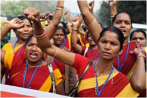 Women should come forward to take part in women empowerment programmes.