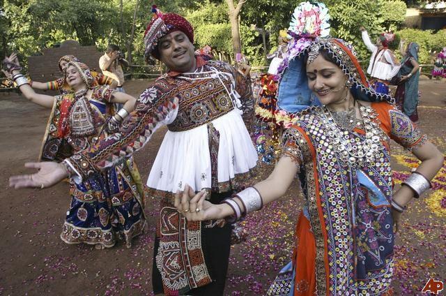 Men and women enjoying Rajasthani folk dance.