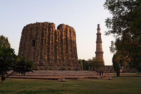 Qutub Minar, popular tourist spots in New Delhi.
