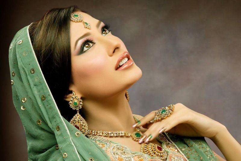 A wonderful colour bride dress.