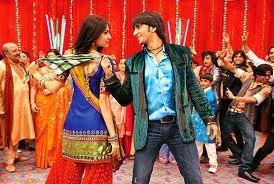 Good Bollywood dancing pair Anushka and Ranbir.