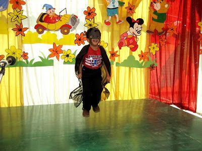 kid dressed as krish.. he danced on raghupati raghav ram frm krrish 3 after men in black ka title song! too adorable!